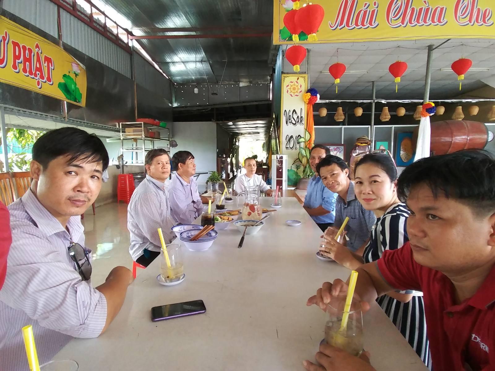 Tặng ghế cho trẻ mồ côi chùa Vĩnh  Phước